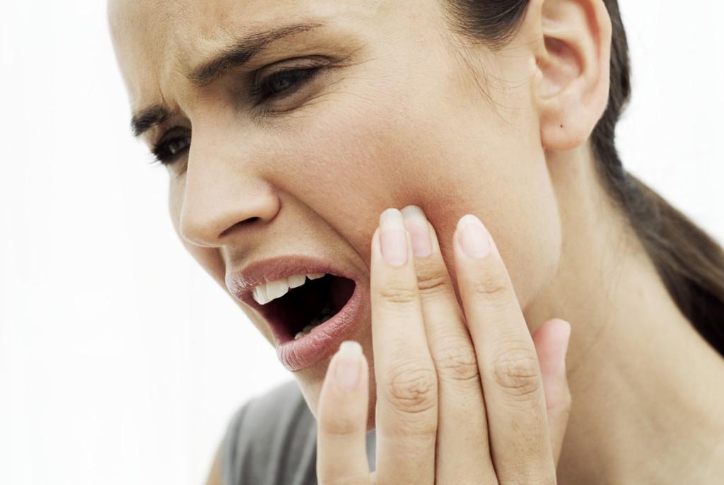 Лечение зубной боли и флюса в домашних условиях