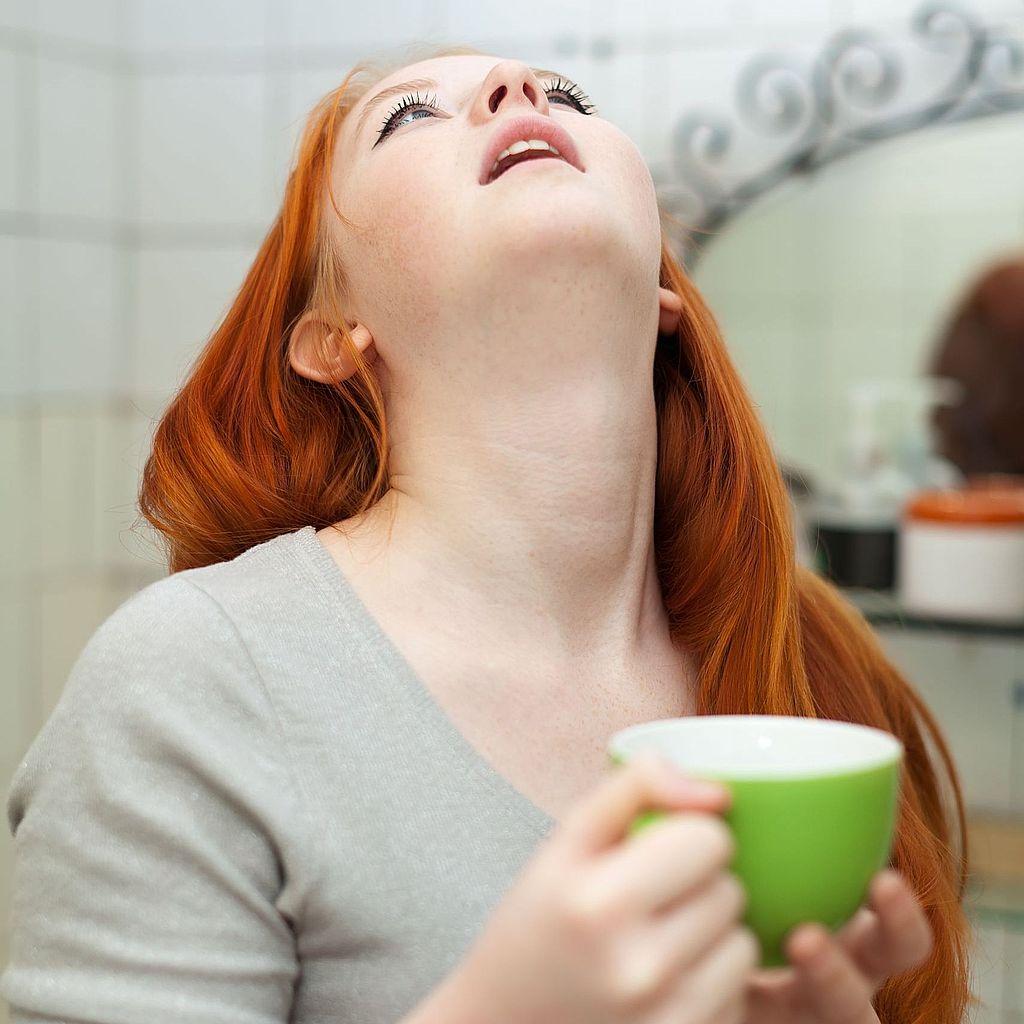 Полоскание горла для быстрого лечения ангины в домашних условиях