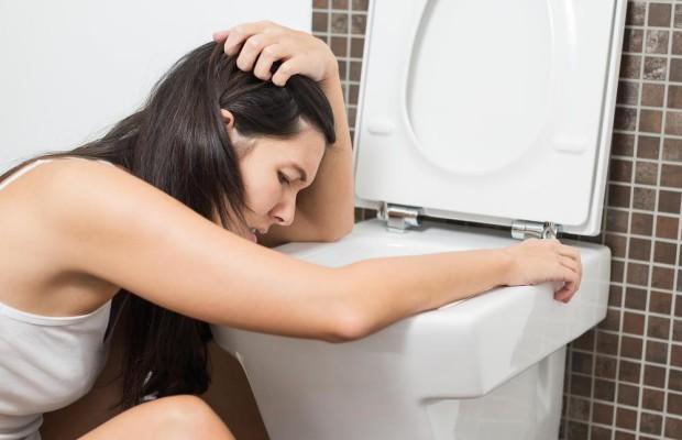 Как остановить рвоту в домашних условиях