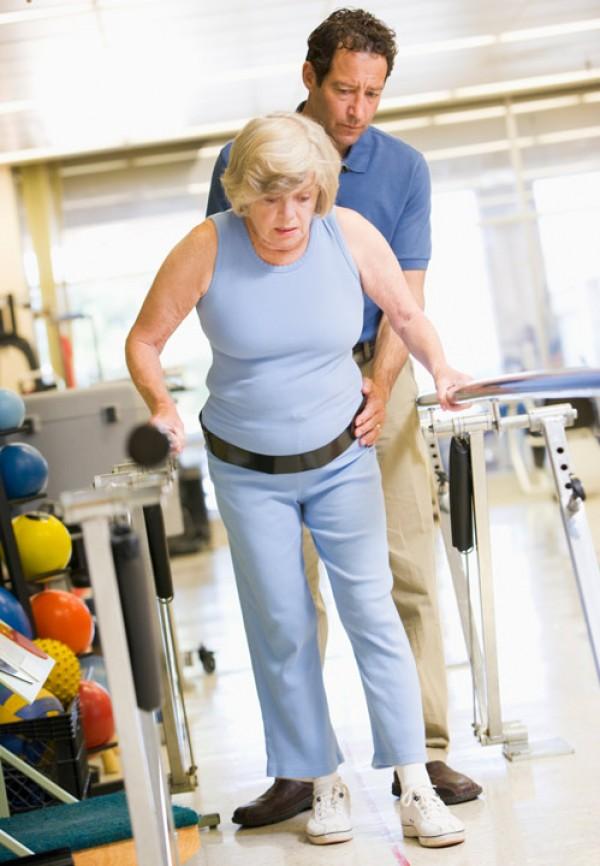 Сделайте так, чтобы больному после инсульта было удобно передвигаться и ничего не мешало