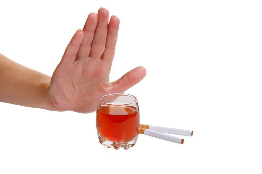 Чтобы быстро снизить холестерин, откажитесь от курения и алкоголя