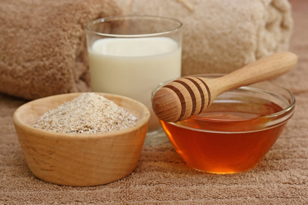 Молоко, овес и мед для лечения сухого кашля в домашних условиях