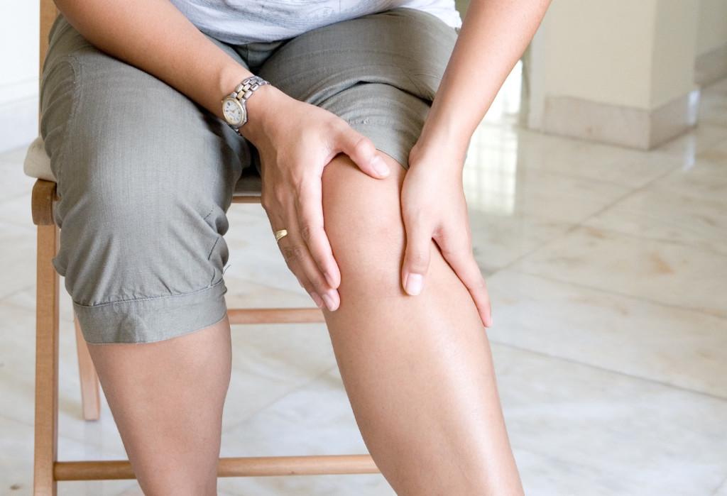 Первая помощь при растяжении связок коленного сустава