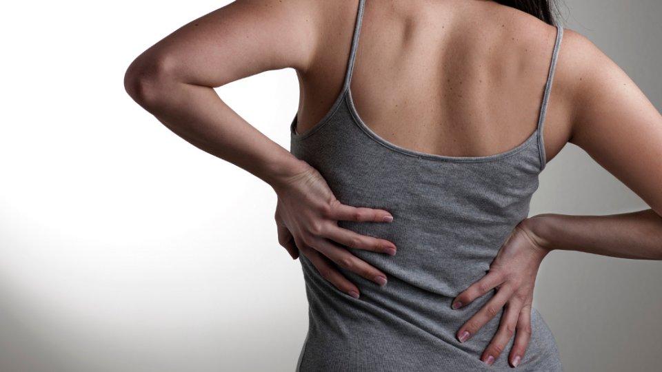 От чего возникает болезненность с правой стороны спины