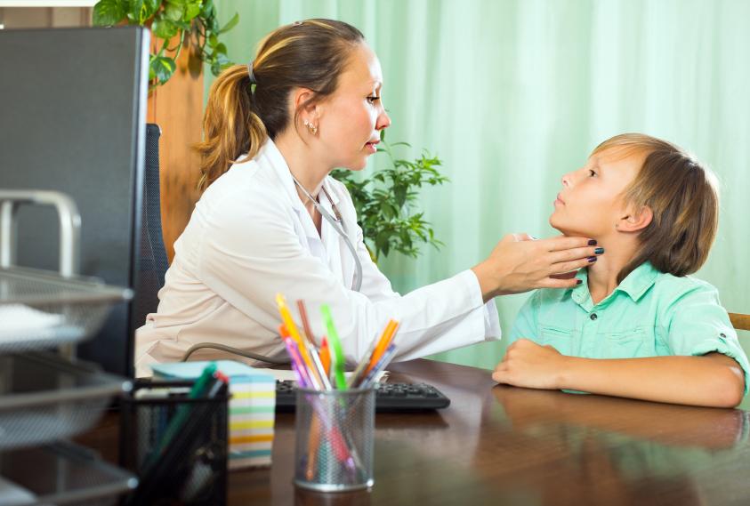 Узелки на щитовидной железе: причины, симптомы, лечение 2