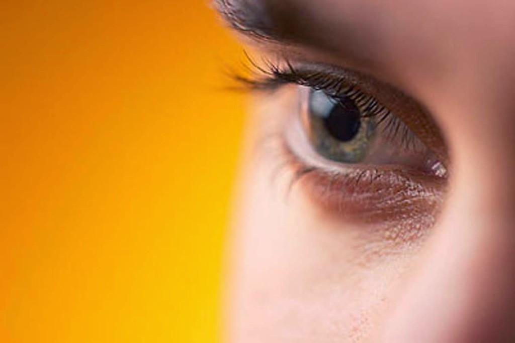 Среди причин в возникновения катаракты выделяют: