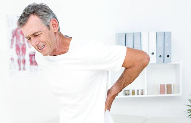Может ли болеть спина при воспалении кишечника