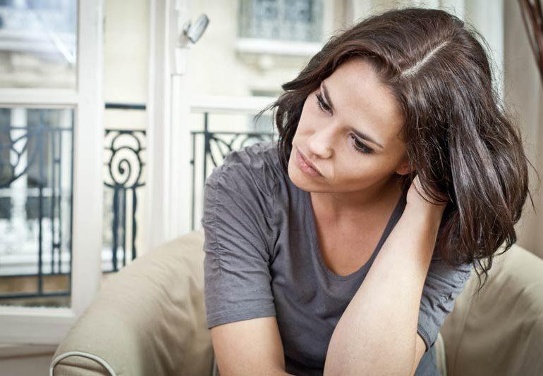 Киста яичника: симптомы у женщин, причины возникновения
